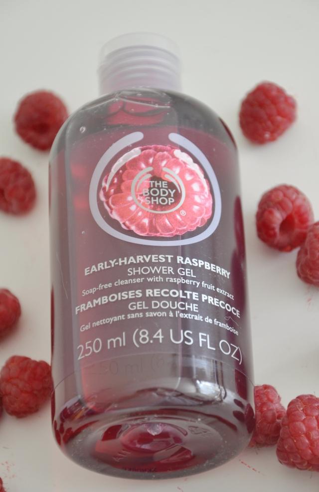 The Body Shop raspberry scrub 4